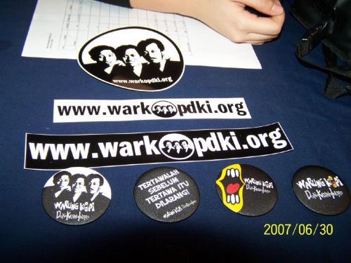 Sticker dan Pin Warkop DKI